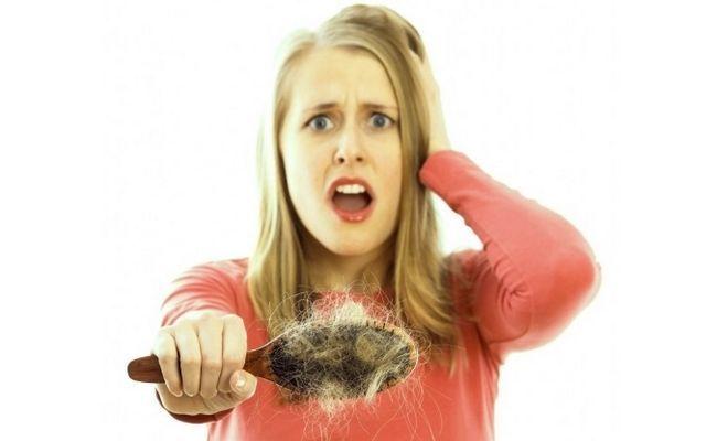 Що робити, якщо волосся випадає жмутами? Варіанти лікування.
