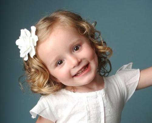 Дитячі зачіски на коротке волосся з квіткою