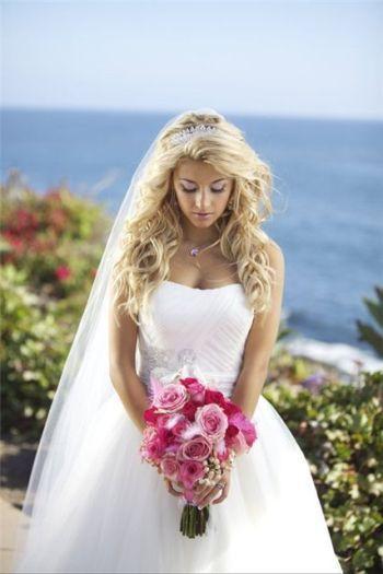 Фата з розпущеним волоссям (47 фото) допоможе створити ніжний і чарівний образ нареченої