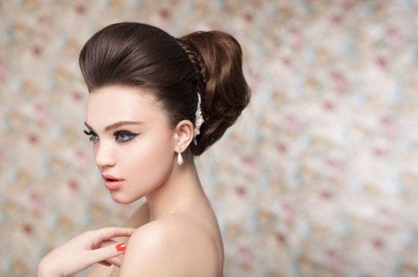 Як робити високі зачіски на середні волосся - фото