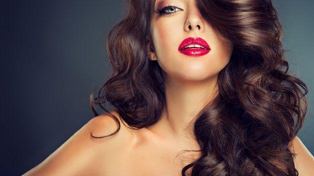 Як красиво завити волосся праскою - відео і особливості