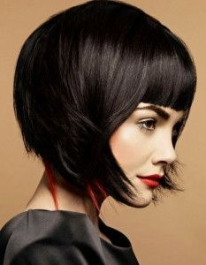 боб каре з чубчиком для волосся середньої довжини