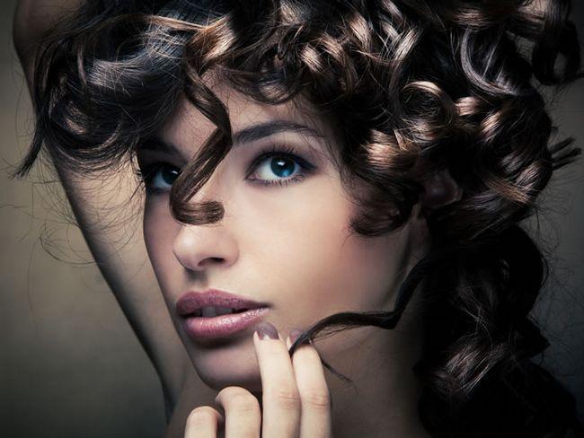 Запитайте будь-яку жінку, про що вона мріє? Щоб завжди бути молодою і красивою! Допомогти вам стати стильною, модною і сучасною здатний хороший перукар. Він підбере зачіску, яка підходить саме вашому типу особи. У вас може бути обличчя кругле, овальне, пр